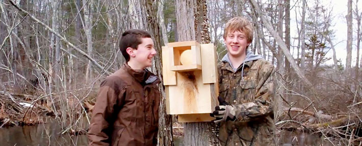 Boy Scouts build a wood duck box - Photo by Gaynor Bigelbach